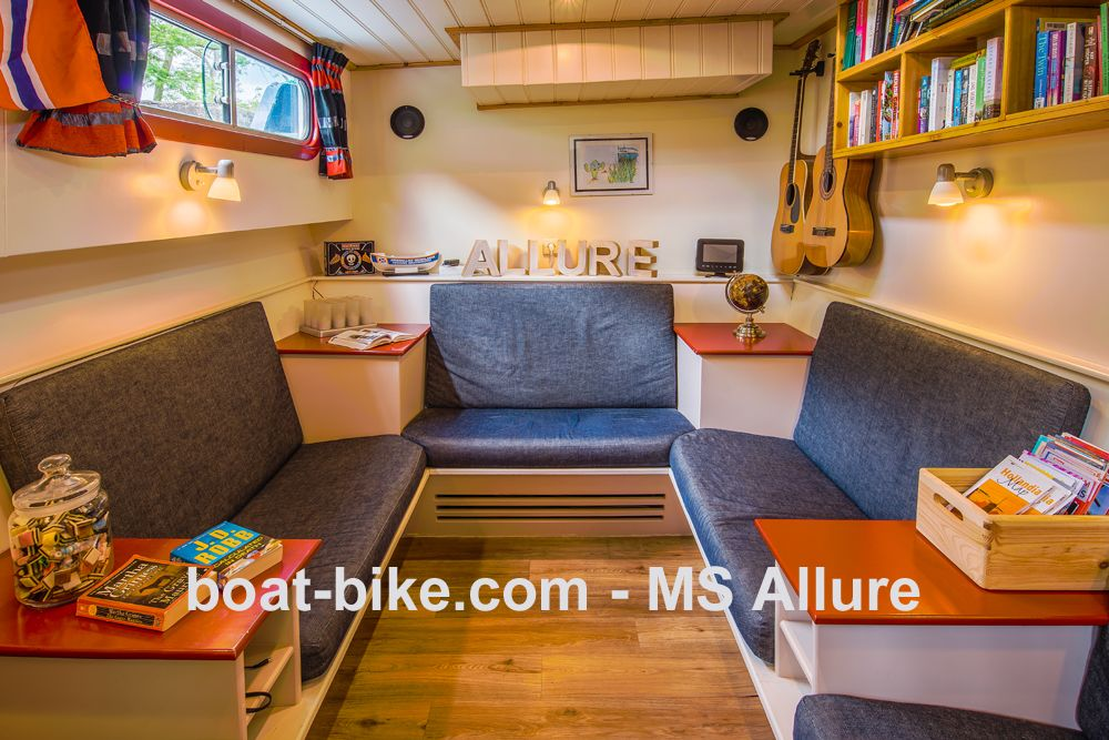 MS Allure - living room
