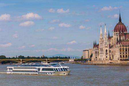 Cycle tour and boat trip on the Danube